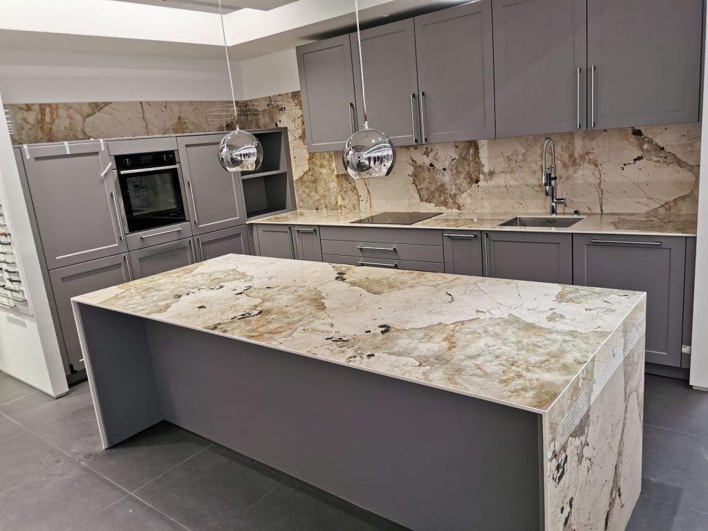 Plan-travail-cuisine-sur-mesure-marbrerie-dekton-STC-Paris