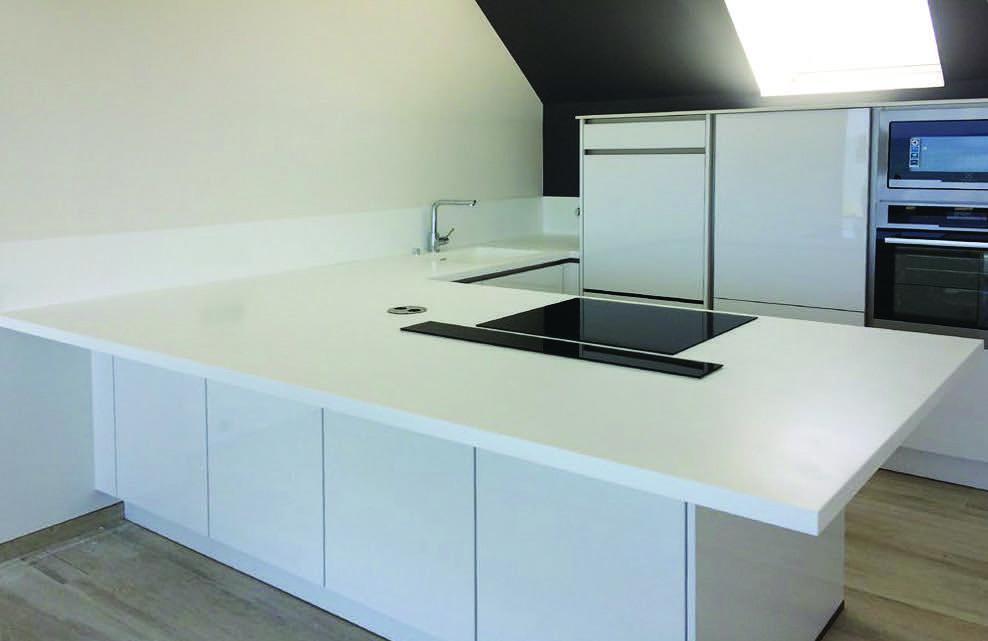 Plan-travail-cuisine-sur-mesure-synthese-smart-solid-STC-Paris